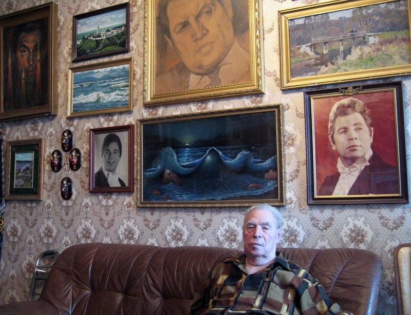 Леонид Харитонов у себя дома