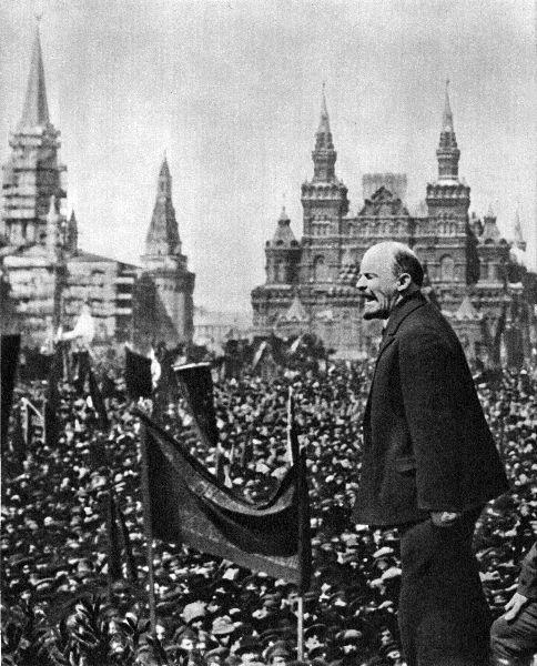 В.И.Ленин произносит речь на открытии памятника