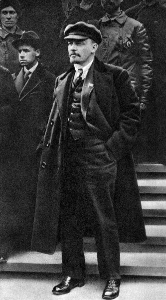 В.И.Ленин на Красной площади во время Первомайской демонстрации